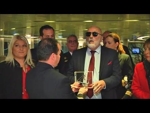 Το Blue Star Delos  έδεσε  πρώτο στον Πειραιά το 2018 και ο Ν.Τόσκας στο αρχηγείο της ΕΛ.ΑΣ