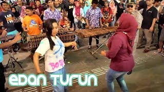 Video EDAN TURUN - Rame Pada Ikut Goyang - Carehal Angklung Malioboro (Pengamen Kreatif Jogja) MP3, 3GP, MP4, WEBM, AVI, FLV Desember 2017