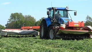 Loonbedrijf Reimink (Den Ham) aan het maaien met een New Holland TVT 190 en Kuhn FC 313 Lift Control & FC 313 F maaiers.Het gras wordt geschud met een Massey Ferguson 5455 Dyna-4 met een Fella TH 900 Hydro schudder.Contractor Reimink (Den Ham) busy mowing with a New Holland TVT 190 and Kuhn FC 313 Lift Control & FC 313 F mowers.The grass is being tedded with a Massey Ferguson 5455 Dyna-4 with Fella TH 900 Hydro tedder.15 mei 2017© copyright by NAGD2010. All rights reserved.The video's and/or fragments of it, may NOT be downloaded, edited, altered, or re-uploaded without my permission.