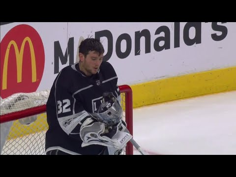Video: Kings' Quick involved in weird play as mask clasp breaks against Sharks