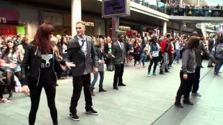 Video Liverpool ONE flash mob MP3, 3GP, MP4, WEBM, AVI, FLV Maret 2019
