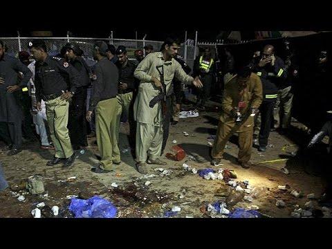 Πακιστάν: Βομβιστική επίθεση με δεκάδες νεκρούς