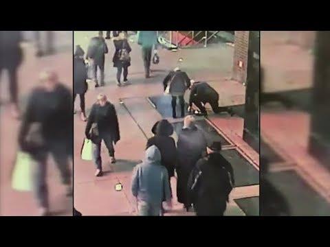 Verlobungsring fällt durch Gullydeckel - New Yorker Polizei hilft