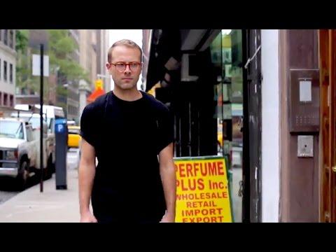 Sétálni New Yorkban férfiként (a női verzió paródiája)