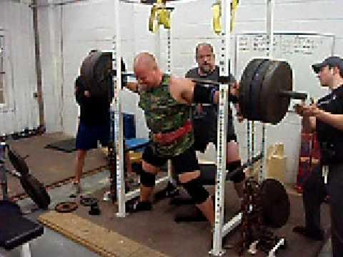 Chris Moore Squat 610 + 200 Chain