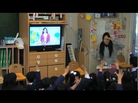 英語を教えるのは、大好きな「担任の先生」です!