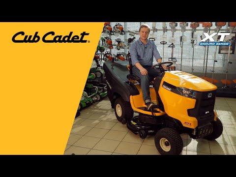 Садовый трактор CUB CADET XT1 OR106 с травосборником - видео №2