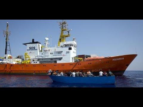 MITTELMEER: Italien weist erstmals Flüchtlingsboot ab