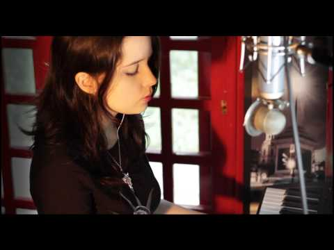 "Howard Shore  ""Misty Mountains Cold"" Cover by Isis Vasconcellos"