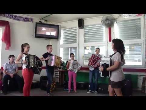 Claudia Martins e seus Alunos da Suíça com Concertinas em Fa