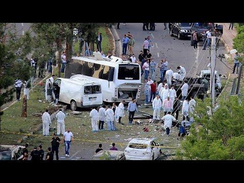 Τουρκία: Τρεις νεκροί σε βομβιστική επίθεση κατά αστυνομικού οχήματος στο Ντιγιαρμπακίρ