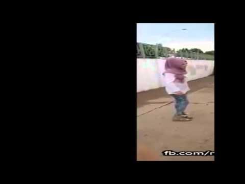 Türbanlı Kız Kavgası :D (видео)