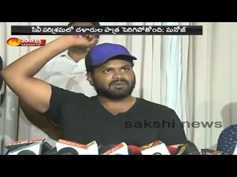 Manchu Manojs Movie Producer Achchi Babu Attacked By Junior Artists in Vizag