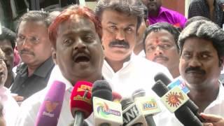 Video Vijayakanth spitting at reporters  -  செய்தியாளர்களை காரி துப்பிய விஜயகாந்த்!!! MP3, 3GP, MP4, WEBM, AVI, FLV Agustus 2018