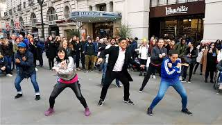 Video Piccadilly Circus Flash Mob Marriage Proposal MP3, 3GP, MP4, WEBM, AVI, FLV Agustus 2018