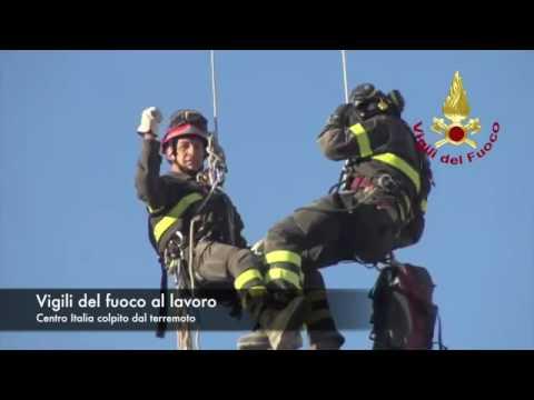 IL LAVORO DEI VIGILI DEL FUOCO NEL CENTRO ITALIA COLPITO DAL TERREMOTO