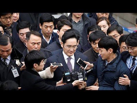 Ν.Κορέα: Αύριο η απόφαση του εισαγγελέα για το μέλλον του ισχυρού άνδρα της Samsung