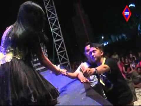 Download Video CINTA PALSU - Rere Amora MONATA Tasik Agung Rembang 2014