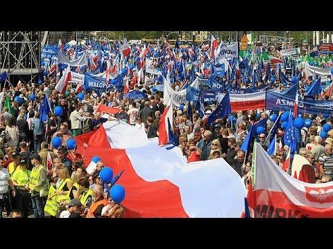 Βαρσοβία: Μαζική συμμετοχή στην «Πορεία της Ελευθερίας»