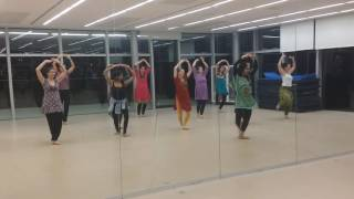 Classical dance style bollywood choreography for advanced students at Triwat dance school Paris