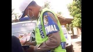 Video Katanya mo ditilang kok ga jadi malah polisinya yg minta damai Rp.250.000 dasar polisi mataduitan. MP3, 3GP, MP4, WEBM, AVI, FLV Juni 2018