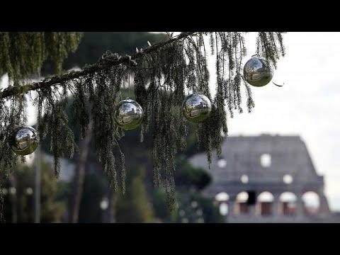 Ρώμη: Ένα χριστουγεννιάτικο δένδρο που μοιάζει με… βούρτσα τουαλέτας!…