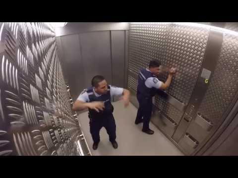 TAK SIĘ BAWI POLICJA W NOWEJ ZELANDII