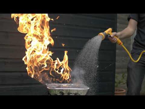 水是如何撲滅火焰的? 他們用慢鏡頭拍給你看