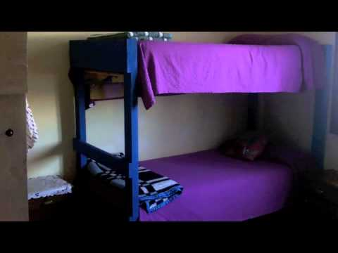 Wideo Valpackers Hostel