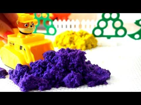 Видео с игрушками для детей. Строим песочницу из разноцветного песка (видео)
