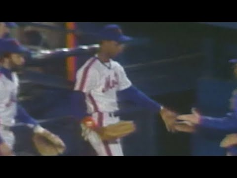 Video: Darryl Strawberry throws out Alan Wiggins at the plate