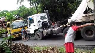 Video Supir container skill dewa.. proses evakuasi truk muatan motor mogok !!! MP3, 3GP, MP4, WEBM, AVI, FLV Februari 2018