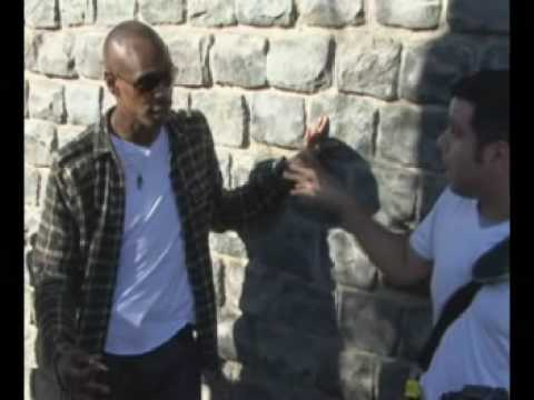 paparazzi - After eating at the Ivy Dave Chapelle hangs out around the corner and finds out from the paps how the whole business works.