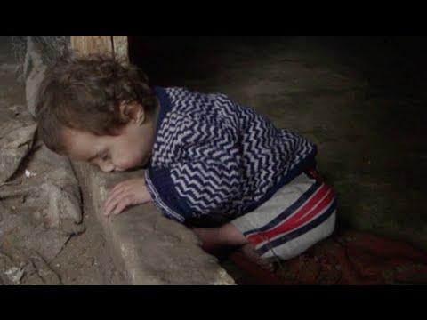 شاهد كيف يواجه  أطفال سوريا قساوة البرد والحياة في مخيمات اللجوء