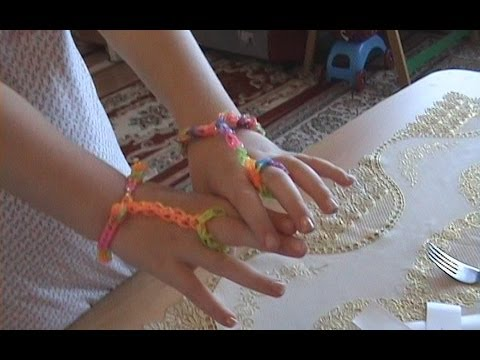 How to make a special bracelet with rubber bands / Speciale armband met ring via een haaknaald