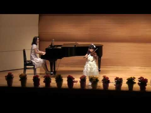 - 6 yrs old girl is playing violin, and looking around on the stage.....