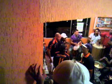 Adriano canta m�sica com os amigos. Imprensa coloca ele como b�bado mau car�ter