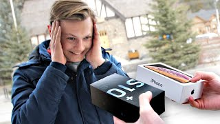Video I Gave New Phones to Strangers... But Made Them Choose! – iPhone vs Samsung Galaxy MP3, 3GP, MP4, WEBM, AVI, FLV Agustus 2019