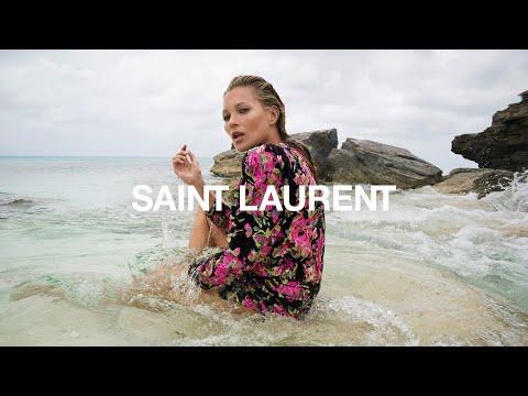 SAINT LAURENT - WINTER 2018 - KATE MOSS - THE TEDDY BAG видео