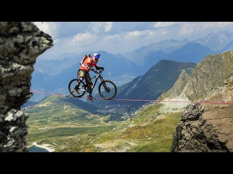 Slackline Biking