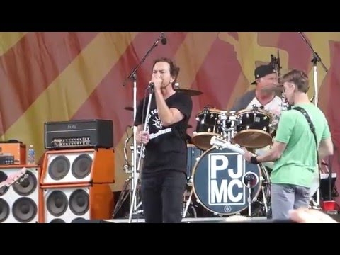 Pearl Jam jam covering Neil-