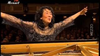 Mitsuko Uchida, Piano & Conductor Camerata Salzburg.