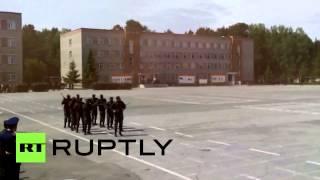 Военные из Мозамбика исполнили боевой танец на плацу в Новосибирске