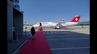 Mit einem Flug über die Schweizer Alpen wurde die Swiss Avro RJ100 in Rente geschickt. Lehnen Sie sich zurück und geniessen...