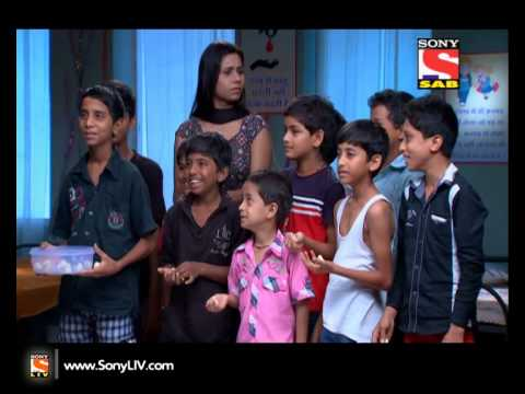 door - Ep 72 - Badi Dooooor Se Aaye Hai - Varsha reveals to Vasant that 2015 is not present in Sunshine society. Ojha talks about Ghost with Ghotalas (Aliens). Watch out for more. Watch all the latest...