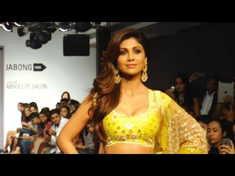 Shilpa Shetty Goes Bold As A Showstopper At Lakme