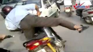 Video Clip  Vuađường Phố ở Việt Nam Mình   Video Clip Hài   Vui Nhộn   Hóm Hỉnh   Cười Vui   Đặc Sắc