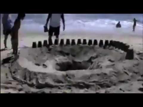 Założył się z kumplami, że wskoczy do dziury na plaży! Chyba sam się nie spodziewał efektu :D