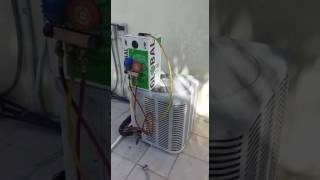 Replacing R22 Gas With R417a Gas To Help The Older R22 Central Air Conditioning Systems Last A Spell Longer! Replaced 3/8 Drier, Vacuum Test And Recharged Wi...
