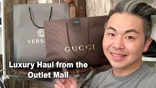 In this episode of Mr. Jan All In One, Steve has been hitting the outlet mall for some amazing buys. These are high end luxury items and amazing prices. Check out this very cool shopping episode.Steve Jan Social NetworksFacebook: https://www.facebook.com/MrJanAllInOneTwitter: https://twitter.com/MrJanAllInOneBlog: http://www.mrjanallinone.comInstagram: http://instagram.com/mrjanallinone